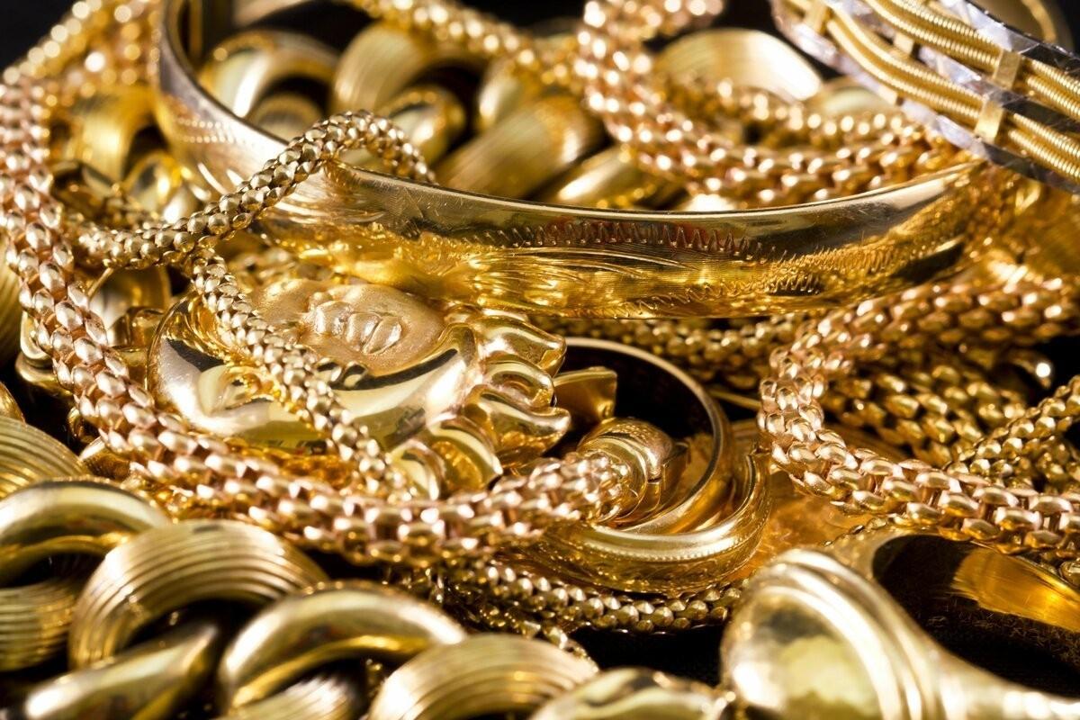 Золотые украшение